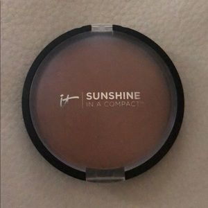 It Cosmetics Sunshine in a Compact Bronzer. Warmth
